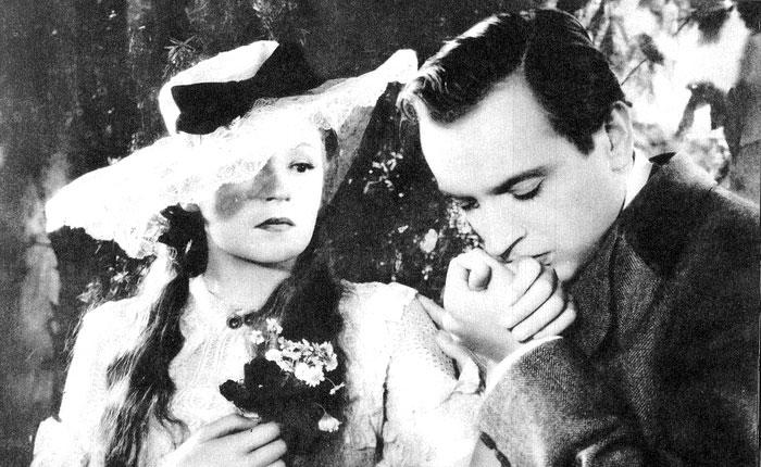 Student práv Ríša Gregor a Helena (Nataša Gollová) v romanci Pohádka máje