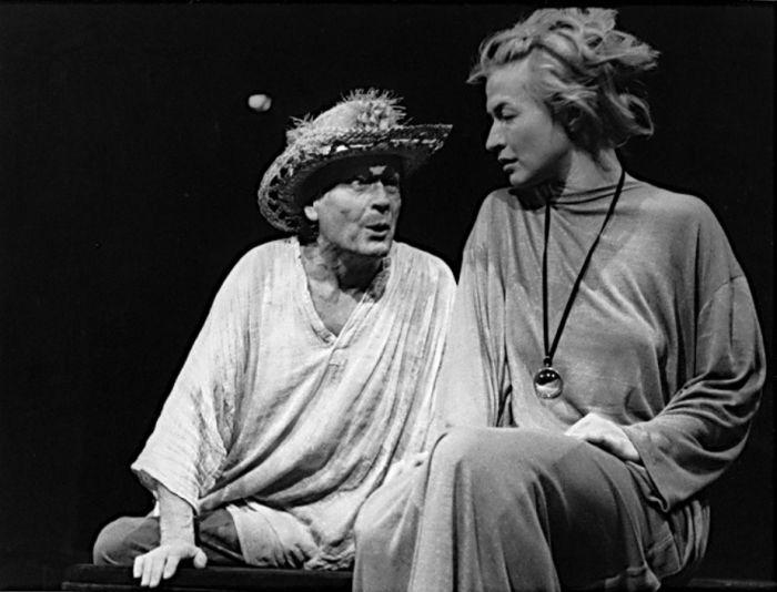 S Janou Paulovou v roce 1987 v Divadle Rokoko, v dramatu Eugena O'Neilla Smutek sluší Elektře