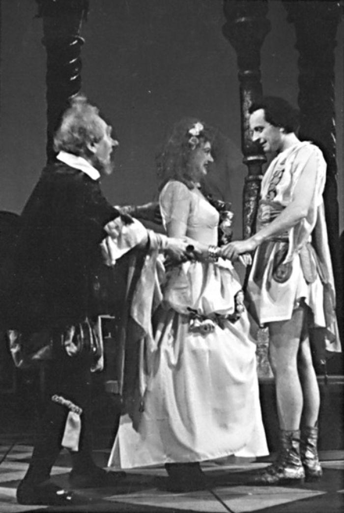 S Marií Rosůlkovou a Jaroslavem Marvanem v Shakespearově tragédii Troilus a Cressida – Divadlo na Vinohradech v roce 1947