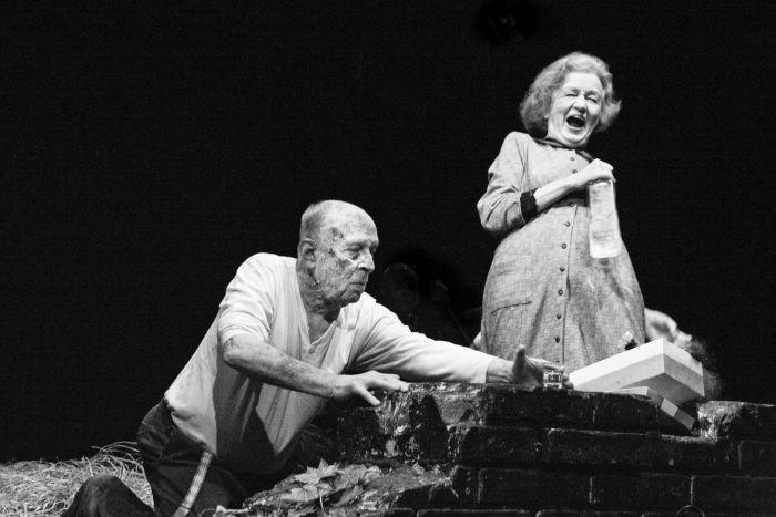 Se Stanislavem Zindulkou v hře rakouského dramatika Felixe Mitterera Moje strašidlo, o manželství, které nedokázala rozloučit ani smrt