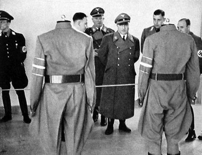 Nabídka uniforem pro nacistické pohlaváry ve 30. letech