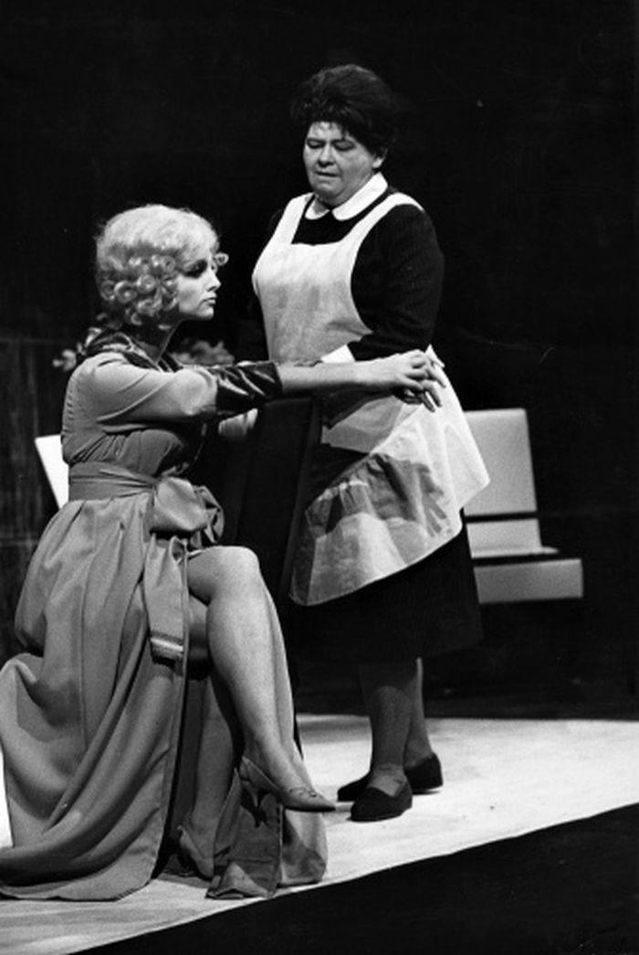 S Olgou Karáskovou v Čapkově dramatu R.U.R., které mělo premiéru v příbramském divadle 7. listopadu 1968