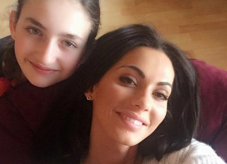 S mladší sestrou Rozálií