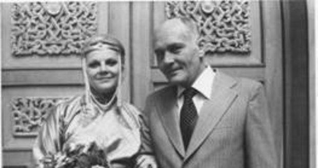 S manželem Ivo Tomanem při svatebním obřadu v mongolském Ulánbátaru