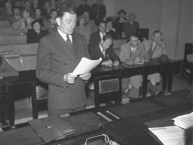 Před zvláštní komisí Národního výboru hlavního města Prahy v červenci 1946