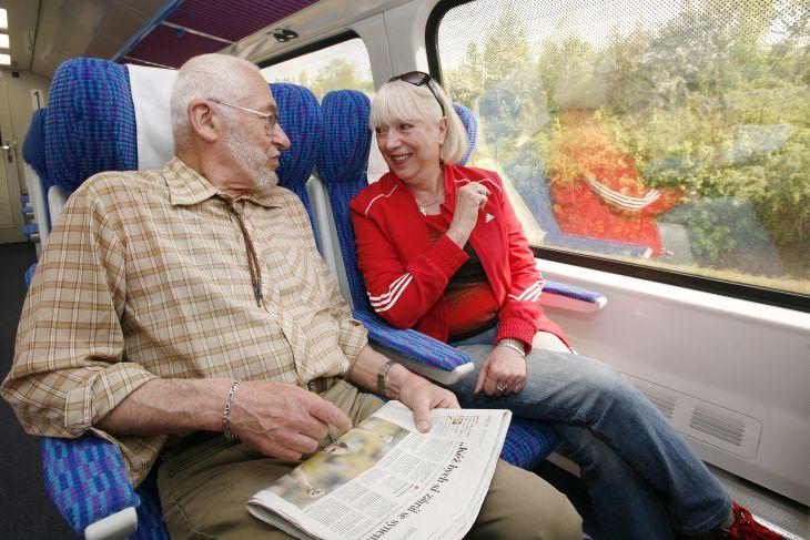 vlak - cestující