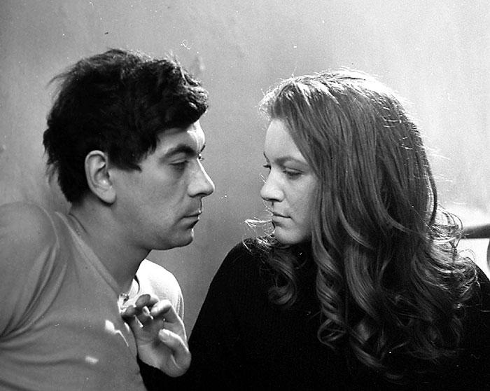 Poručík v záloze Viktor Chotovický a Adelheid Haidenmannová (Emma Černá)v poválečném dramatu režiséra Františka Vláčila Adelheid