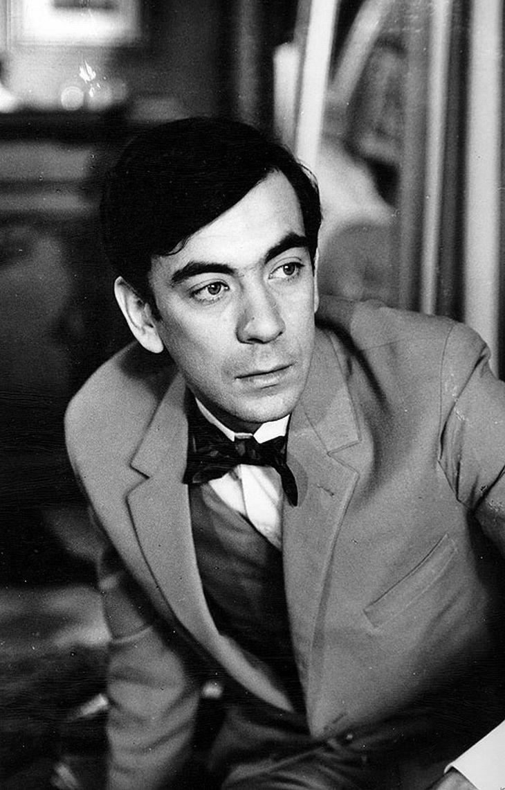 V roce 1966 ve svém prvním filmu, podobenství Antonína Máši Hotel pro cizince