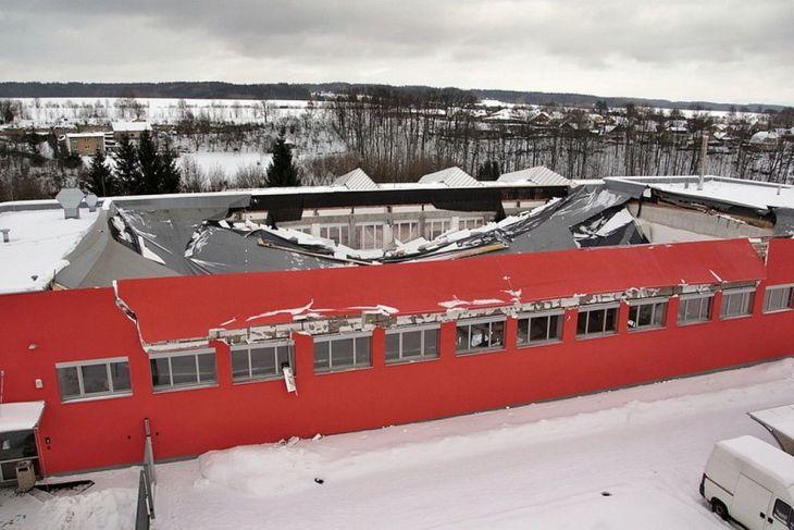 Sportovní hala v České Třebové po zřícení střešní konstrukce letos v lednu
