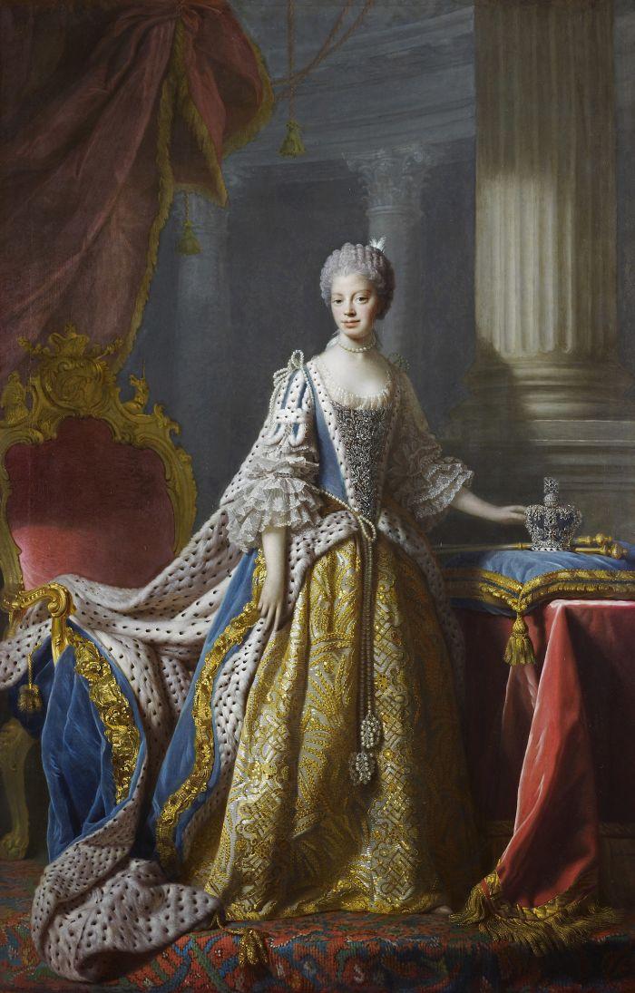 Jedním z nejznámějších portrétů královny Charlotte je obraz dobového dvorního malíře Alana Ramsaye, který zachycoval své modely velmi věrně, aniž by se jim snažil lichotit