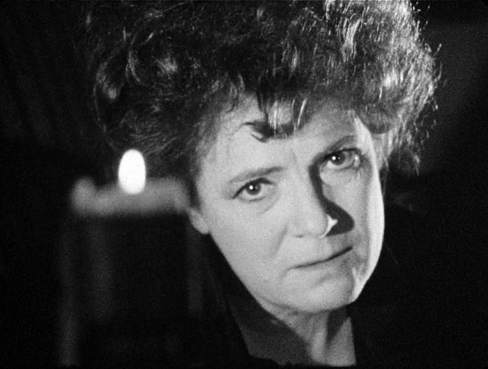 Konečně znovu před kamerou – v roce 1983, v televizním záznamu dramatu Stanislava Miloty a Luboše Pistoria Dávno, dávno již tomu aneb Zpráva o pohřbívání v Čechách