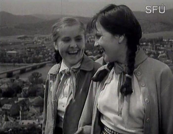 Nerozlučné kamarádky Katka a Irenka (Hana Bučinská) v povídce Malá manekýnka
