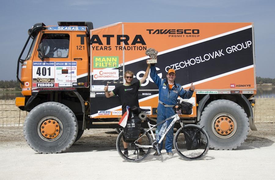 V senegalském Dakaru se Tadeáš Šíma setkal i s jezdcem legendární rallye Tomášem Tomečkem
