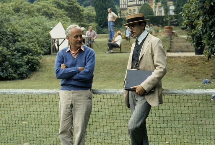 S režisérem Jamesem Ivorym v roce 1985 při natáčení romantické komedie Pokoj s vyhlídkou