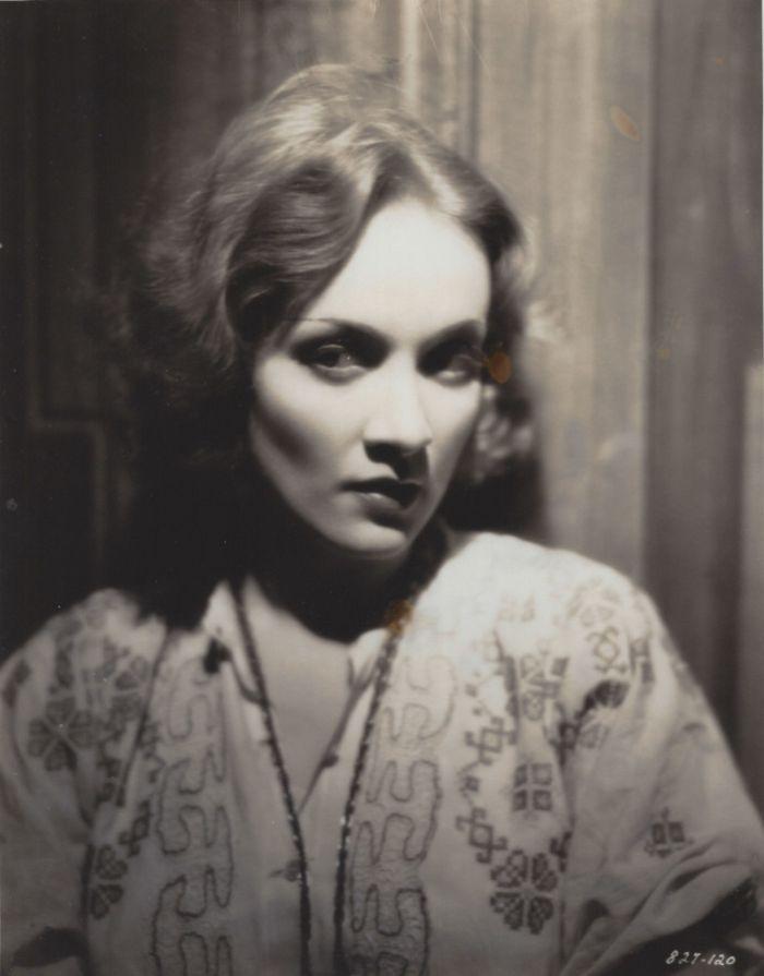 Marie Kolverer ve válečném dramatu X-27 (Dishonored), o vídeňské pouliční prostitutce, jejíž služby využije v rámci rakousko-ruského konfliktu špionážní služba – 1931
