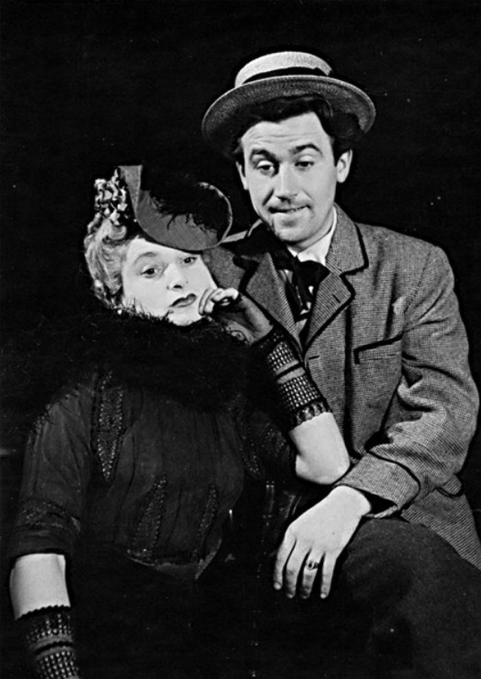 Se Zuzanou Kočovou v divadle D 46-D 51, v roce 1947 v představení Marcipánek