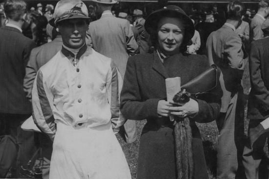 Na dostihovém závodišti v Chuchli s legendárním žokejem Karlem Havelkou