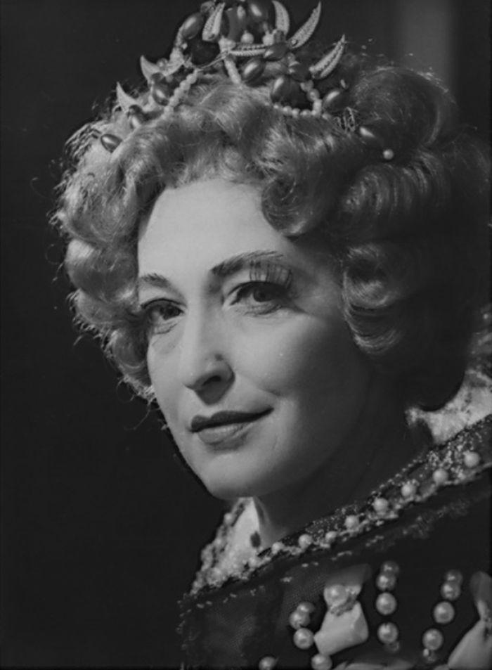 Alžběta Anglická ve stejnojmenném dramatu Ferdinanda Brucknera – Státní divadlo Brno 1972