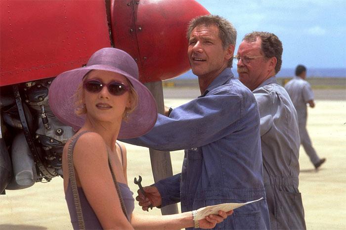 S Anne Heche v dobrodružné romantické komedii Šest dní, sedm nocí, v níž uplatnil i své pilotní umění