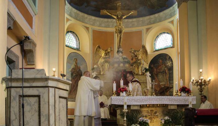 Svatojánská mše svatá ve farním kostele Povýšení sv. Kříže