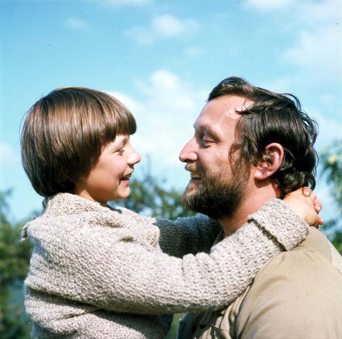 S Tomášem Holým v úspěšné rodinné komedii Za trnkovým keřem