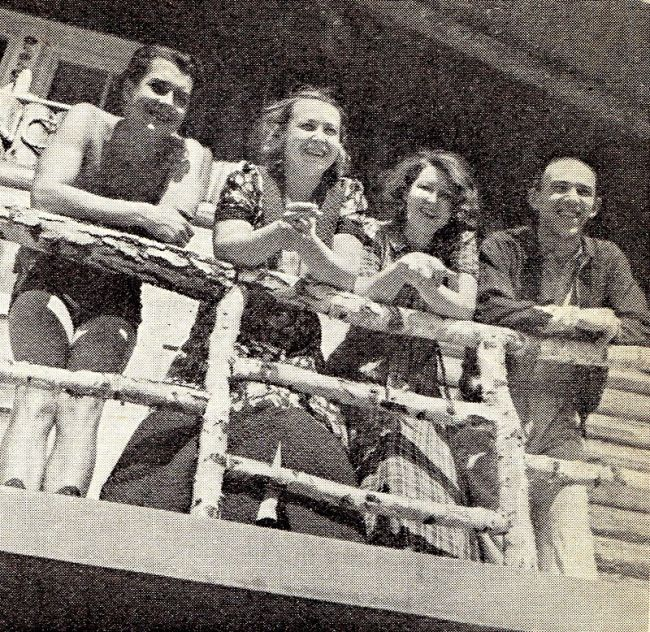 Martin Frič s manželkou Suzanne Marwille (vpravo) v roce 1940 na chatě u herce Antonína Novotného