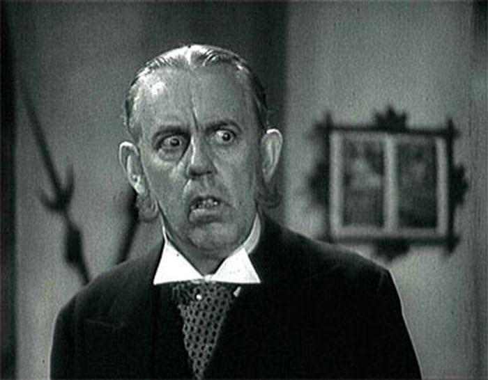 Majordomus Hynek v komedii Tetička
