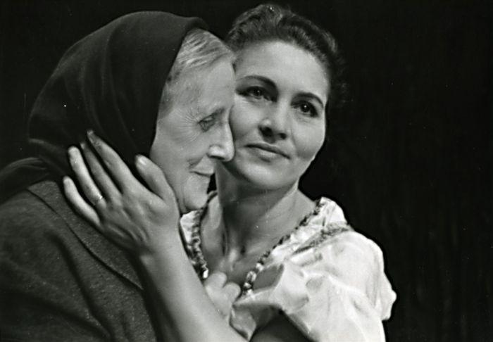 S Otýlií Beníškovou v roce 1955 v plzeňském divadle, v realistické hře Aloise Jiráska Vojnarka
