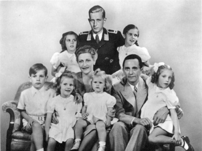 Hitlerova vzorná árijská rodina včetně Magdina syna z prvního manželství Haralda