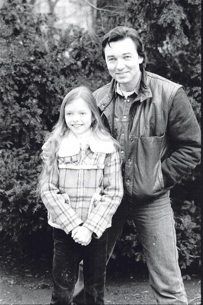 Karel Gott s dcerou Dominikou na titulní straně týdeníku Mladý svět