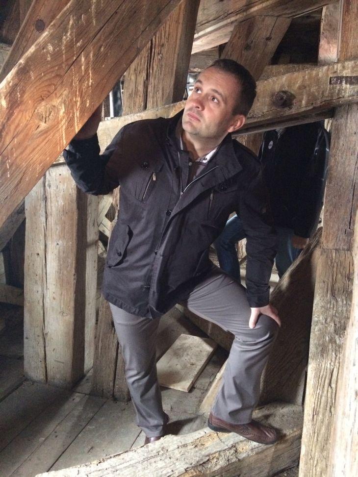 Znojemský starosta Jan Grois při výstupu na radniční věž