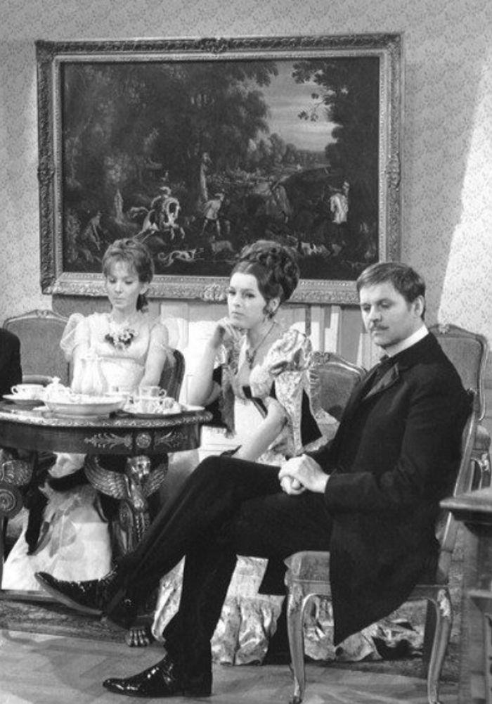 S Danielou Kolářovou a Stanislavem Remundou v seriálu Sňatky z rozumu