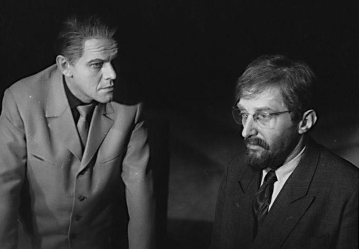 Doktor Galén (vpravo) a maršál (Antonín Strnad) v Čapkově dramatu Bílá nemoc – Městské oblastní divadlo Mladá Boleslav 1962