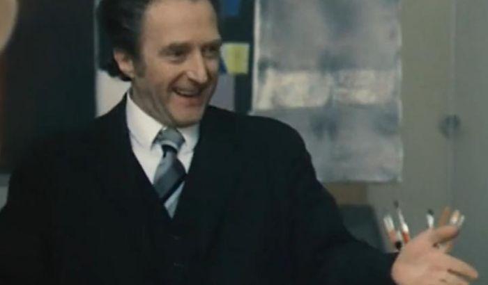 Ředitel školy v komedii Marečku, podejte mi pero!
