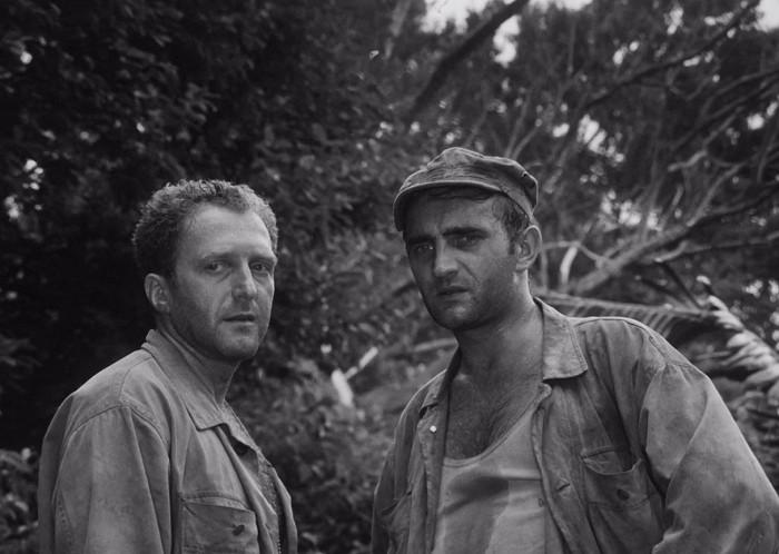 Vojín Slim Rozden a vojín Bill Tall (Josef Somr) v psychologickém válečném dramatu Ladislava Smočka a Vladimíra Síse z roku 1967 Piknik