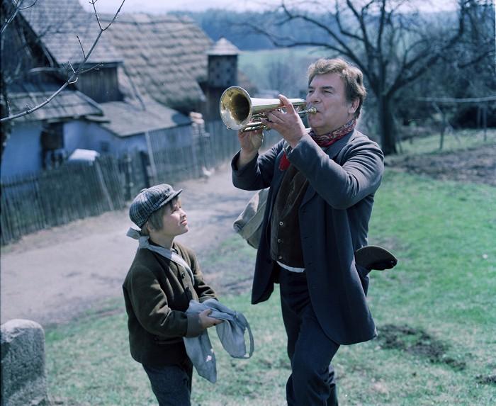 Se svým seriálovým synem Pavlem Mangem v televizním zpracování románu Eduarda Basse Cirkus Humberto