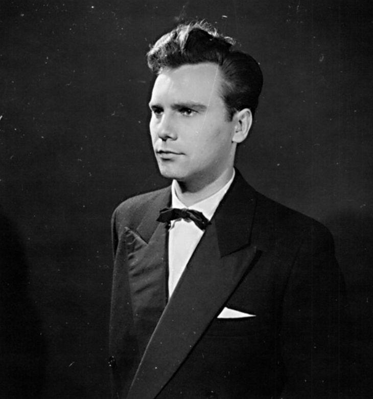 V roce 1950 v pražském divadle D34, ve hře francouzského filozofa a dramatika Jean-Paula Sartre Holá pravda