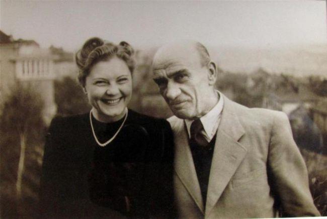 Lotte mu porodila syna Thomase pouhých šestatřicet dní před jeho smrtí v koncentračním táboře Mauthausen
