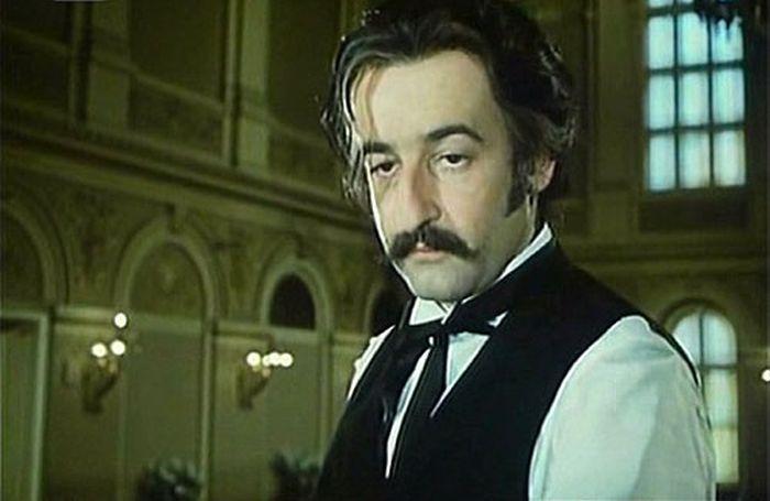 V roce 1971 jako Yawayoga v krimikomedii Štěpána Skalského Touha Sherlocka Holmese