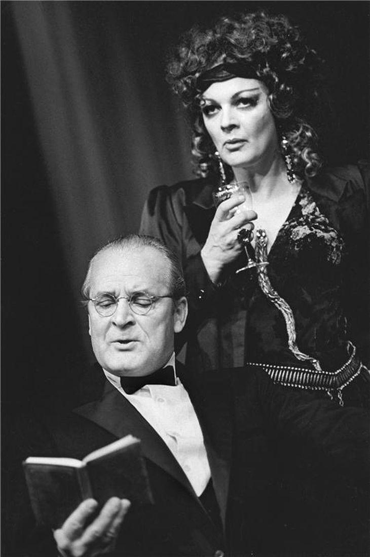 Jana Hlaváčová s Vladimírem Brabcem v Národním divadle v roce 1985, v Čapkově dramatu Věc Makropulos