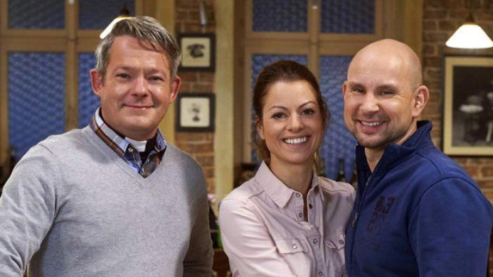 Seriáloví manželé Maléřovi z Ulice Veronika a Martin (Tomáš Dastlík) a farář Ryba (Aleš Háma)