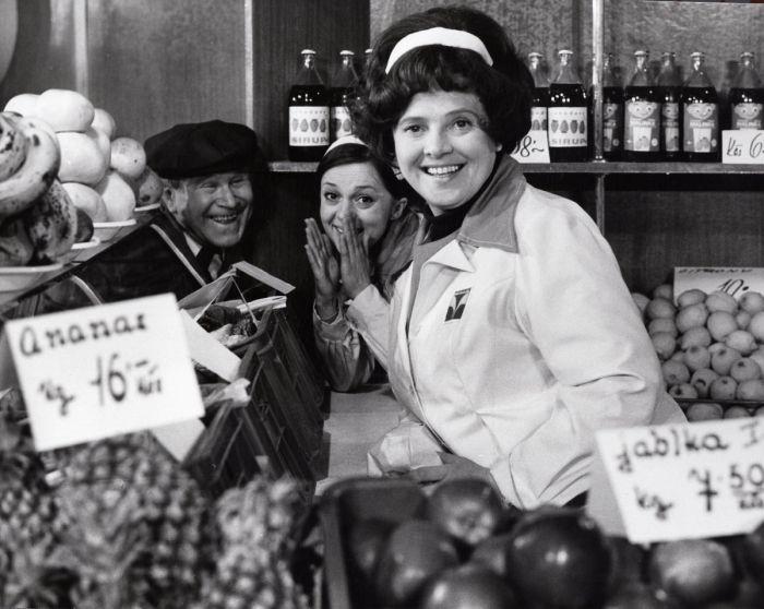 V roce 1977 v seriálu Žena za pultem