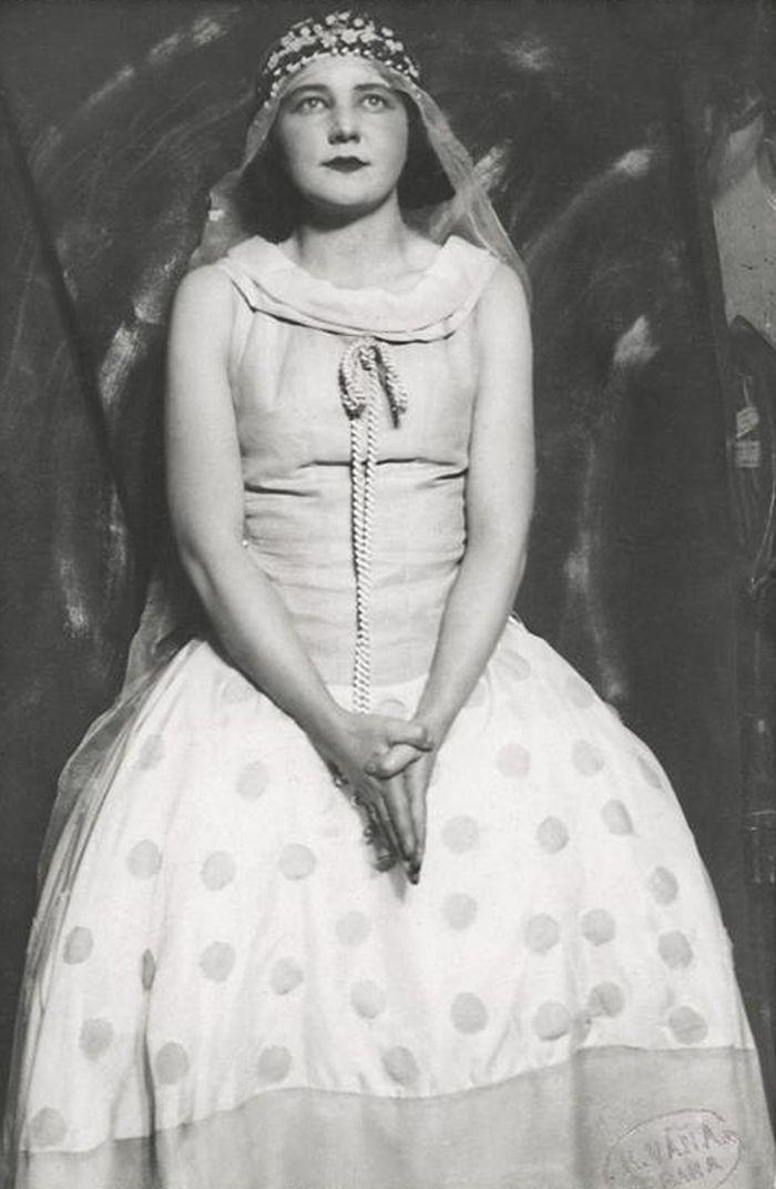 Hero v představení Blažena a Beneš na motivy Shakespearovy komedie Mnoho povyku pro nic – Národní divadlo 1926