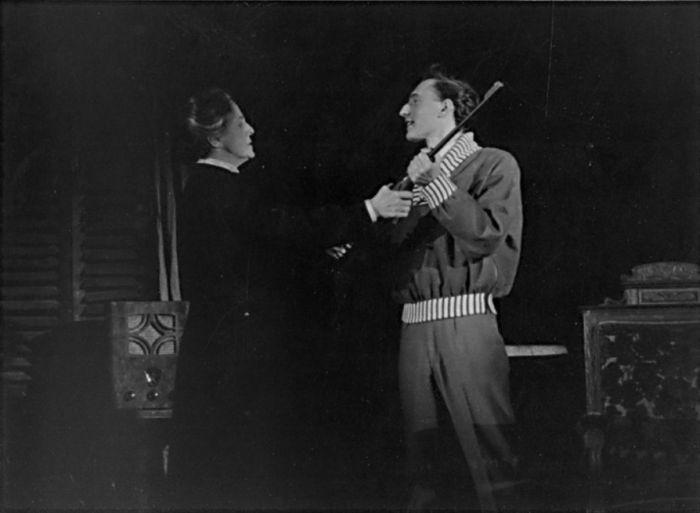 S Otýlií Beníškovou v Čapkově dramatu Matka, v Armádním uměleckém divadle Praha v roce 1953