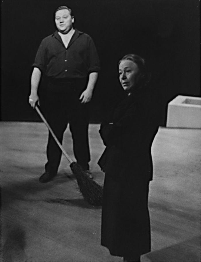 Na jevišti Tylova divadla s Olgou Scheinpflugovou, ve hře Františka Hrubína Křišťálová noc