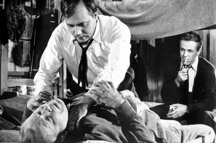 Jako záškodník Král s Eduardem Dubským v dramatu legendární režisérské dvojice Kadár-Klos z roku 1952 Únos