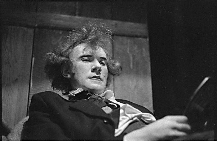 V pražském Činoherním klubu v roce 1971, v nejslavnějším dramatu Maxima Gorkého Na dně