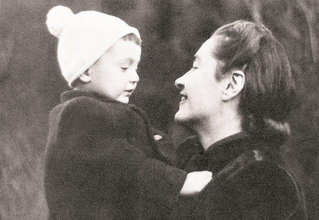 Starší syn Vladimír se narodil za války v Moskvě