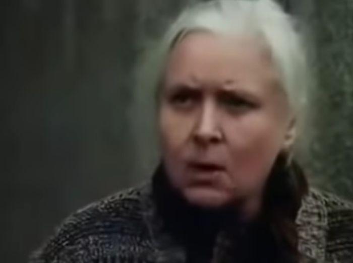 Babička v nestárnoucí komedii Copak je to za vojáka