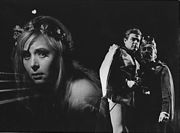 Miriam v roce 1963 v brněnském Mahenově divadle, jako křehká Ofélie v klasickém dramatu Williama Shakespeara Hamlet